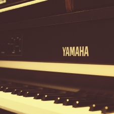 Keyboards & Controllers - Yamaha CP70D