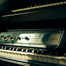 Keyboards & Controllers - Wurlitzer 200A